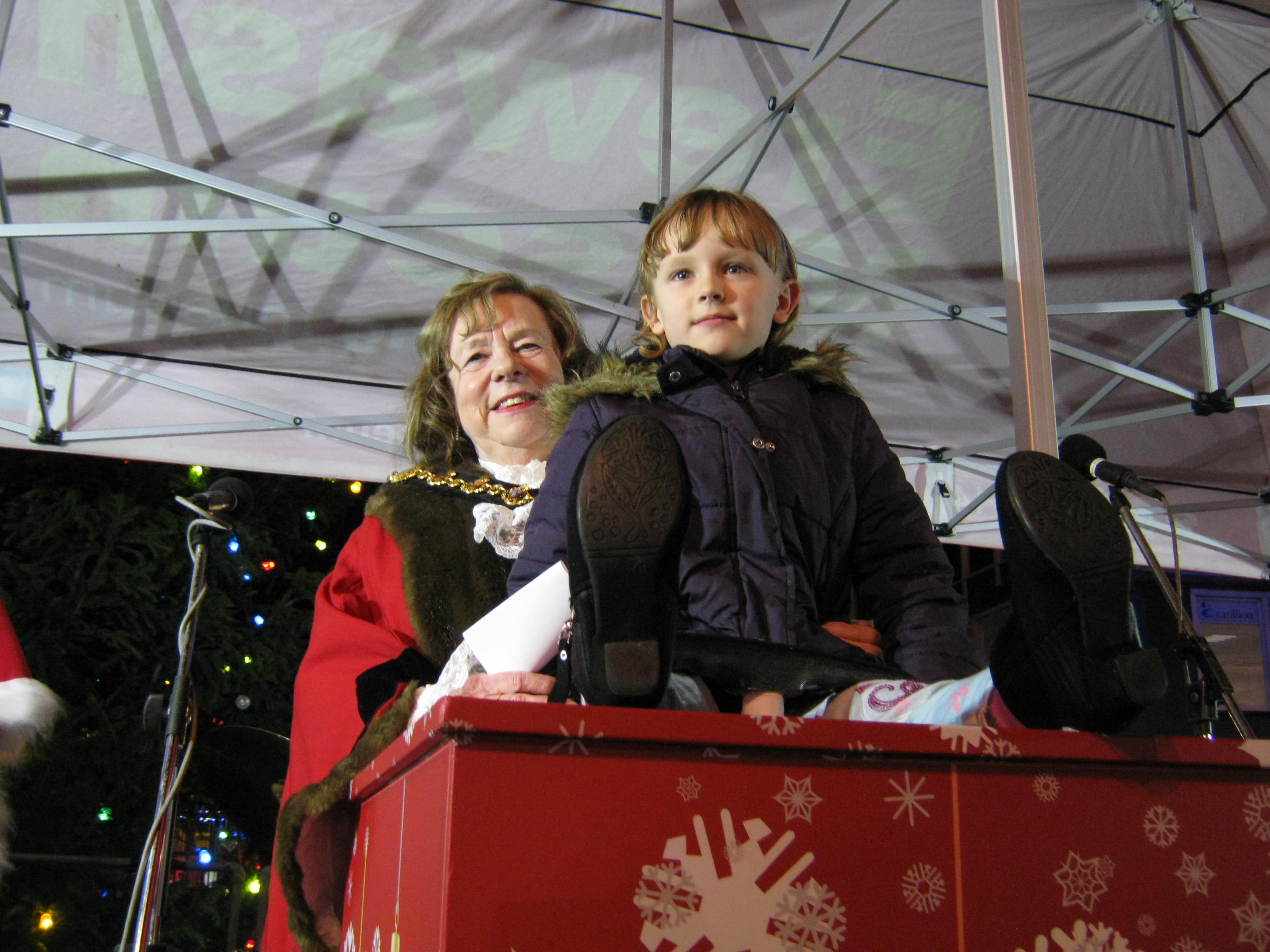 Mayor of Erewash Councillor Val Custance and Chloe Allen switch Long Eaton christmas lights on